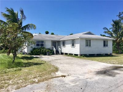 Hobe Sound Single Family Home For Sale: 9510 SE Dixie