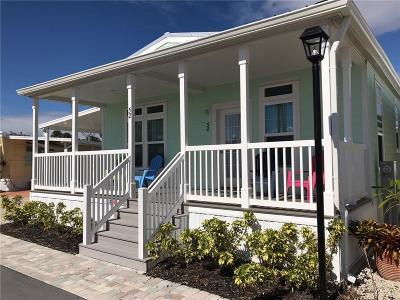 Jensen Beach Single Family Home For Sale: 52 NE Driftwood