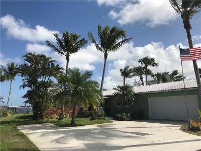Palm City Single Family Home For Sale: 1300 SW Dyer Point
