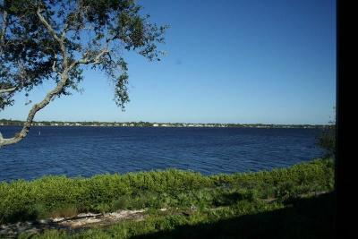 Palm City Condo/Townhouse For Sale: 2540 NW Seagrass
