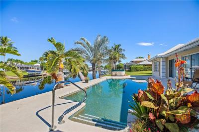 Yacht & Cc/Stuart, Yacht & Count Club Of Suart, Yacht & Country Club, Yacht & Country Club Of Stuart, Yacht & Country Club Stuart, Yacht And Country Club Of Stua, Yatch & Country Club Stuart Single Family Home For Sale: 3514 SE Fairway