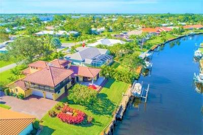 Yacht & Cc/Stuart, Yacht & Count Club Of Suart, Yacht & Country Club, Yacht & Country Club Of Stuart, Yacht & Country Club Stuart, Yacht And Country Club Of Stua, Yatch & Country Club Stuart Single Family Home For Sale: 2996 SE Fairway