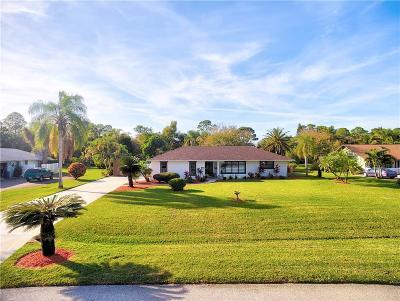 Jensen Beach Single Family Home For Sale: 420 NE Town Terrace