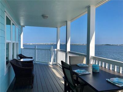 Martin County Single Family Home For Sale: 446 NE Pier Way