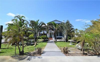 Martin County Single Family Home For Sale: 3350 NE Indian River Drive