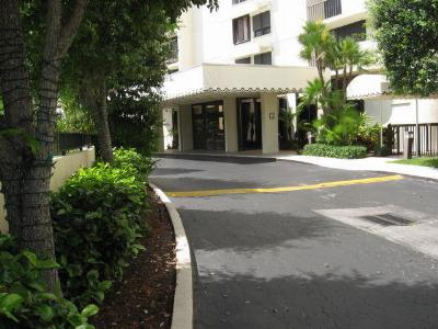 West Palm Beach Condo Sold: 2450 Presidential Way #1407