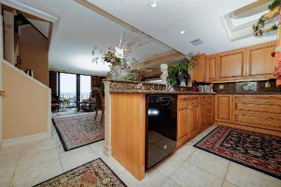 Highland Beach Townhouse Sold: 3115 S Ocean Boulevard #105