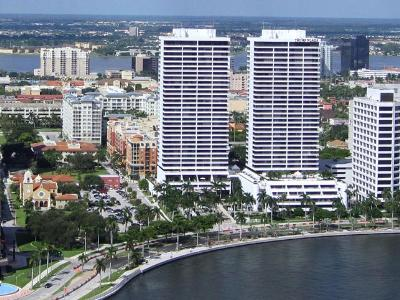 West Palm Beach Condo Sold: 525 S Flagler Drive #17d