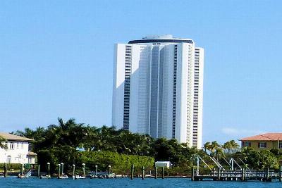 Singer Island Condo For Sale: 3000 Ocean Drive #3b