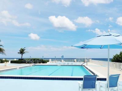 South Palm Beach Condo For Sale: 3546 S Ocean Boulevard #411