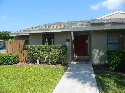 Boynton Beach Townhouse Contingent: 211 Meadows Drive