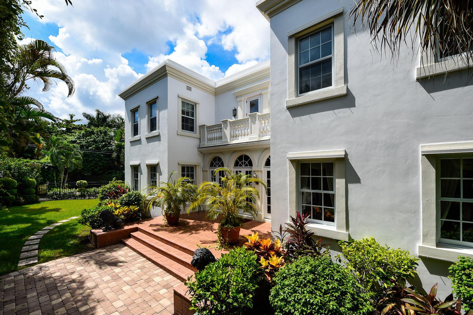 Phenomenal 5 Bed 6 Bath Home In Palm Beach For 4 595 000 Download Free Architecture Designs Xoliawazosbritishbridgeorg