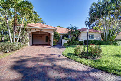 Boynton Beach Single Family Home For Sale: 10 Fairway Drive