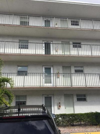 Palm Springs Condo For Sale: 725 Lori Drive #304