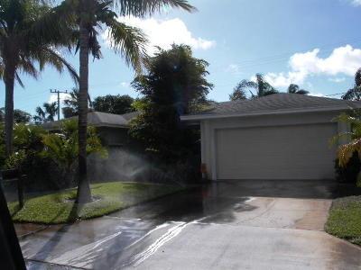 Riviera Beach Single Family Home For Sale: 191 E 29th Court
