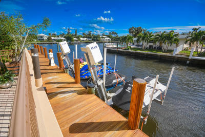 Boynton Beach Townhouse Contingent: 3069 Waterside Circle #3069