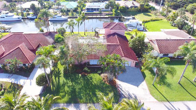 Hobe Sound Single Family Home Contingent: 8422 SE Royal Street