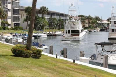 North Palm Beach Condo For Sale: 21 Yacht Club Drive #107