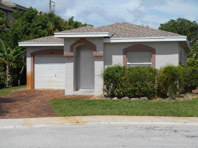 Boynton Beach Single Family Home For Sale: 2093 E Ridge Circle E