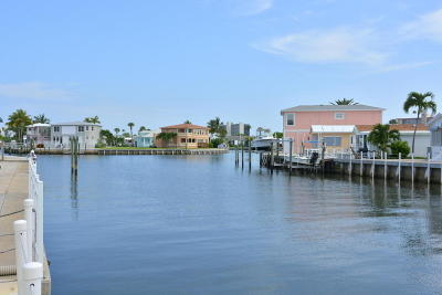 Jensen Beach Single Family Home For Sale: 10701 S Ocean Drive #653
