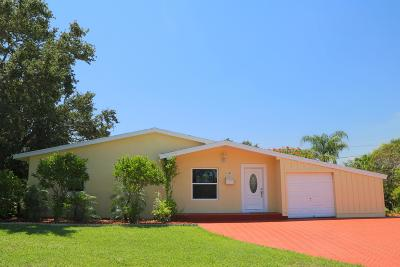 North Palm Beach Single Family Home Contingent: 520 Kingfish Road