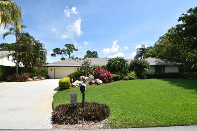 Boynton Beach Single Family Home For Sale: 4545 S Lake Drive