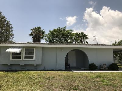 Port Saint Lucie Single Family Home For Sale: 180 SE Placita Court