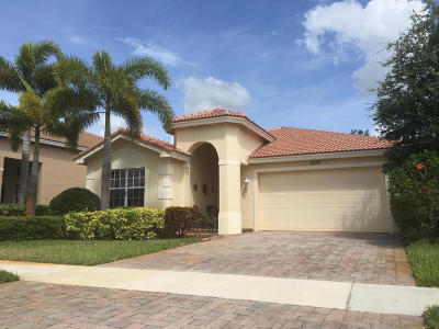 Port Saint Lucie Single Family Home For Sale: 2272 SW Newport Isles Boulevard