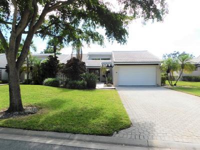 Boynton Beach Single Family Home For Sale: 25 Villa Lane