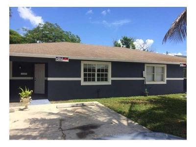 Pompano Beach Multi Family Home For Sale: 349 NW 7 Street