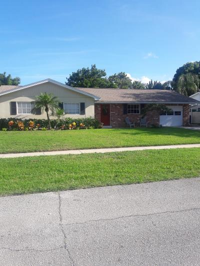 Tequesta Single Family Home For Sale: 68 Camelia Circle