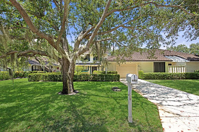 North Palm Beach Townhouse Contingent: 11395 Twelve Oaks Way #With 50'