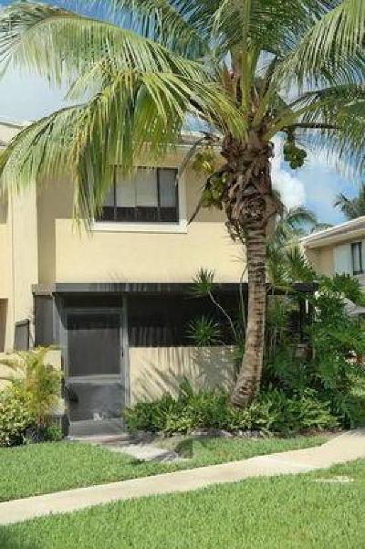 Royal Palm Beach Townhouse For Sale: 139 Sparrow Drive #5a