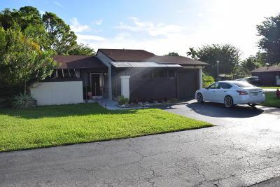 Royal Palm Beach Single Family Home For Sale: 27 Mohawk Drive #A