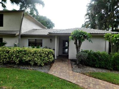 Boynton Beach Single Family Home For Sale: 4 Westgate Lane #4d