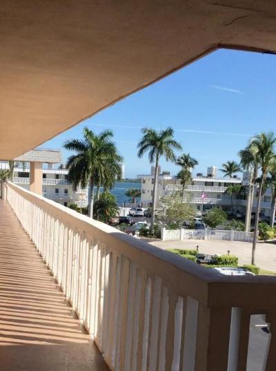 North Palm Beach Condo For Sale: 111 Doolen Court #208