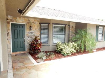 Lantana Single Family Home Contingent: 1310 Caribbean Way