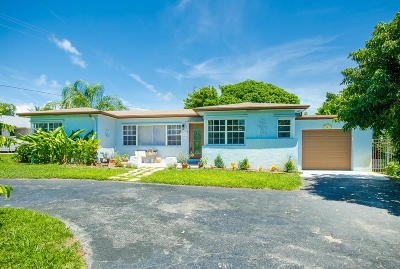 Delray Beach Single Family Home For Sale: 301 Gulfstream Drive