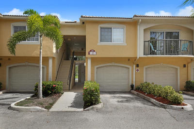 Royal Palm Beach Condo For Sale: 700 S Crestwood Court #702