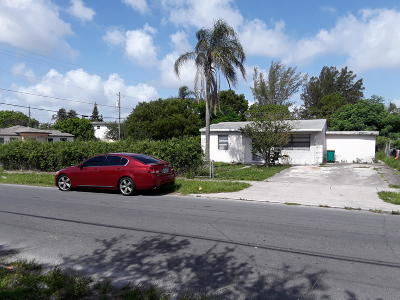 Lake Worth Single Family Home For Sale: 1241 S E Street