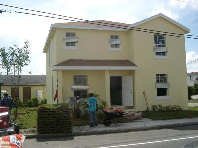 West Palm Beach Single Family Home For Sale: 917 Douglass