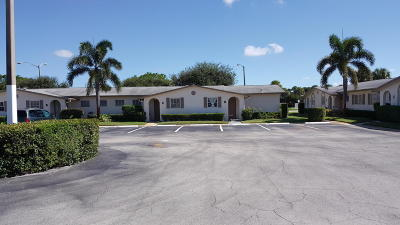West Palm Beach Single Family Home For Sale: 5083 Cresthaven Boulevard #C