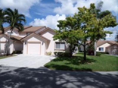 Royal Palm Beach Townhouse For Sale: 184 Par Drive