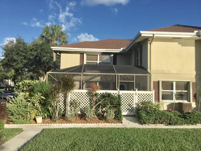 Royal Palm Beach Townhouse For Sale: 42 Essex Court #A