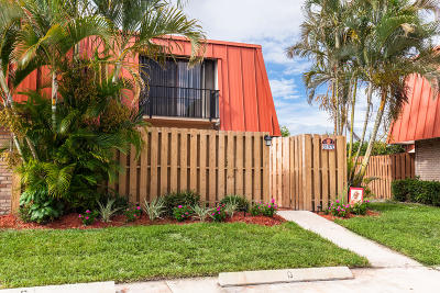 Palm Beach Gardens Townhouse Contingent: 3197 Meridian Way #C