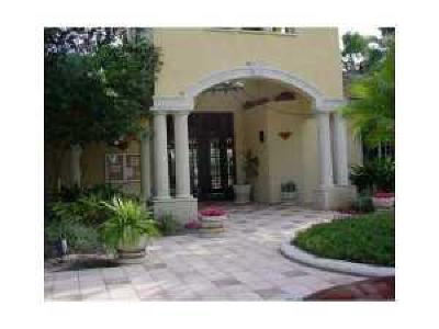 Royal Palm Beach Condo For Sale: 1300 Crestwood Court #1318