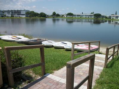 West Palm Beach Condo For Sale: 43 Chatham B #B