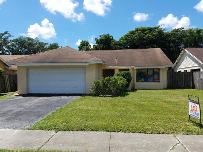 Lake Worth Single Family Home For Sale: 7814 Roble Lane