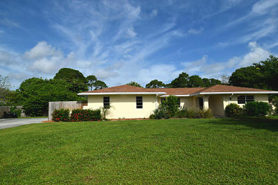 Jensen Beach Single Family Home For Sale: 2696 NE Cypress Lane