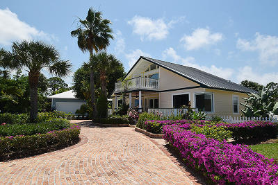 Hobe Sound Single Family Home For Sale: 9090 SE Yacht Club Circle